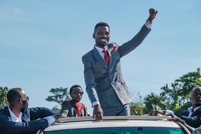 Présidentielle en Ouganda: l'opposant Bobi Wine arrêté après s'être enregistré comme candidat
