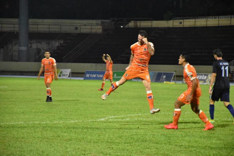 La joie de Benoit Mathon, l'attaquant orange, qui s'est offert un doublé face à l'AS Vénus.
