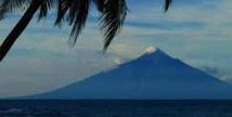 Le volcan papou de Manam recommence à cracher des cendres