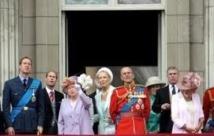 GB: sucette ou poêle, les drôles de cadeaux offerts à la famille royale