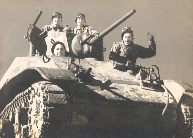 Sylvain (à droite) a fait toute la campagne de la 2e DB jusqu'au nid d'aigle d'Hitler, Berchtesgaden. Il était tankiste et a participé à la libération de Paris.