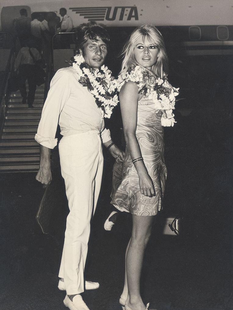 """Deux """"gros poissons"""" dans le monde des people, Gunter Sachs et Brigitte Bardot, prennent la pose pour Sylvain."""