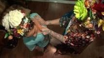 """Khunyingtobnom exerce le métier insolite de """"gifleuse de seins"""" depuis 28 ans"""