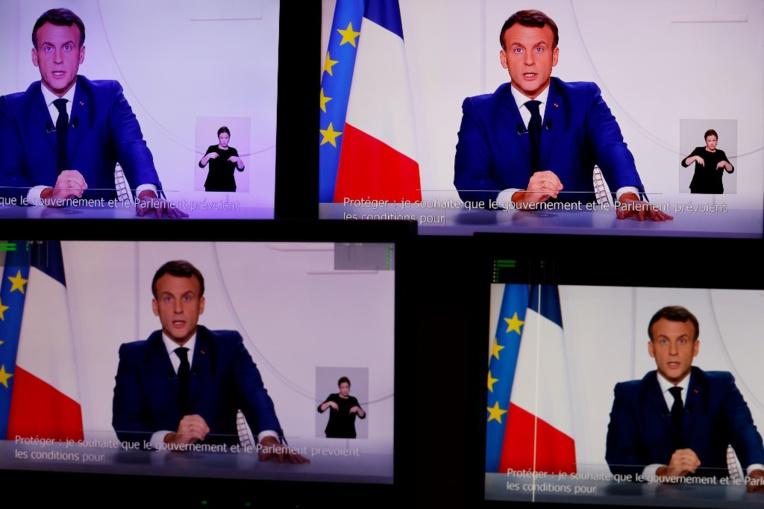 """Covid-19 : la vaccination, pas obligatoire, débutera """"dès fin décembre-début janvier"""", indique Macron"""