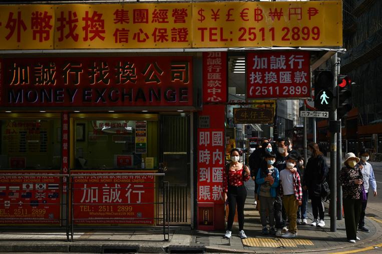 Hong Kong renoue avec les restrictions, face à une quatrième vague épidémique