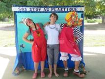 Des clowns contre la pollution plastique