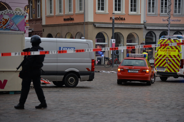 """Allemagne: un """"conducteur fou"""" dans une zone piétonne, des morts et blessés"""
