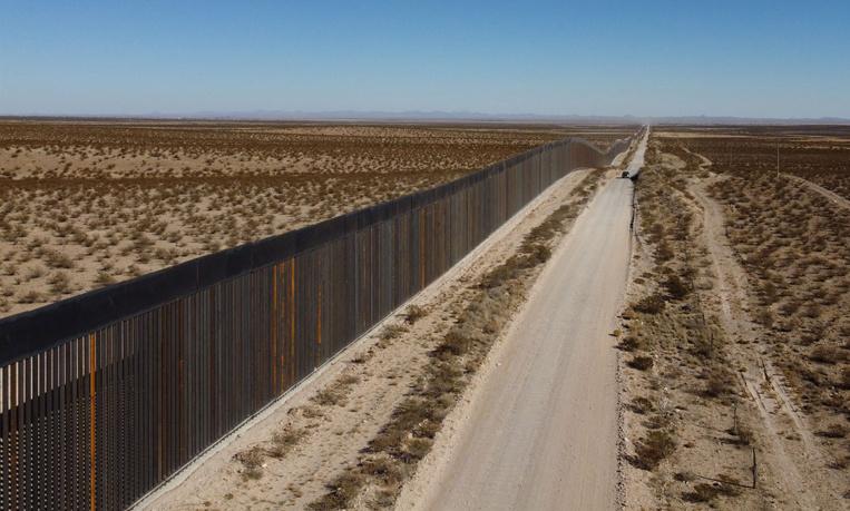 """Entre Mexique et Etats-Unis, le """"Mur de Trump"""" avance un peu chaque jour"""