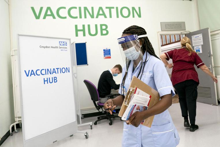 Virus: vaccination lancée au Royaume-Uni, 20 millions de cas en Europe