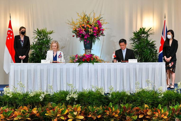 Londres et Singapour signent un accord de libre-échange à l'approche du Brexit