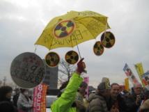 """Obama s'engage à protéger le Japon avec le """"parapluie nucléaire"""" américain"""