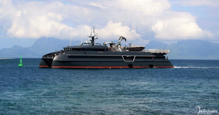 Photo : Rare Tahitian Air/Port Views