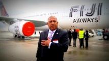 Franck Bainimarama et le premier Airbus A330-200 d'Air Pacific / Fiji Airways chez Airbus à Toulouse. (Source photo : ministère fidjien de l'information).