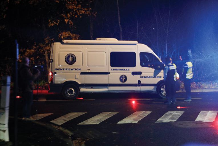 Val-d'Oise: un homme retranché tue sa femme, avant de se suicider