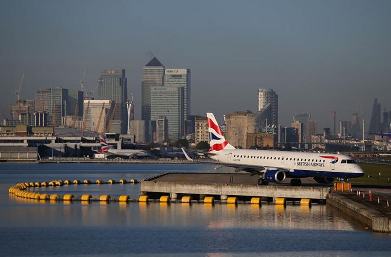 Nouvelle variante du Covid-19: liaisons suspendues avec Londres, l'inquiétude monte en Europe