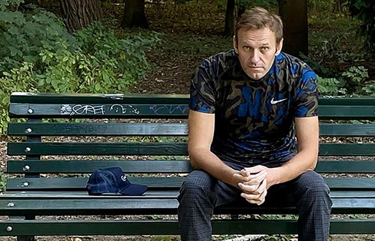 """Affaire Navalny: Moscou dénonce un """"délire"""" de l'opposant et sanctionne l'UE"""
