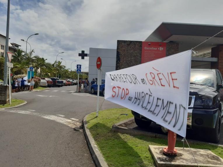 Carrefour Punaauia fermera à 13 heures dimanche pour « donner du repos »