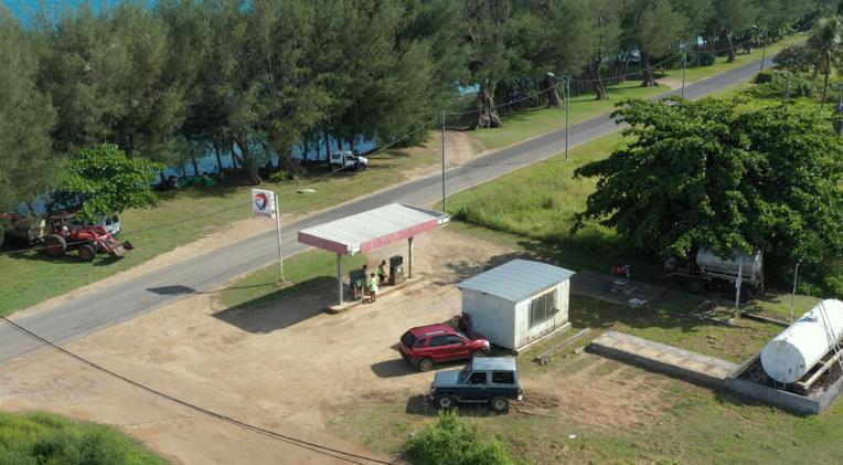 La délibération du conseil municipal de Tubuai fixe un quota de 20 litres de carburant vendus par foyer et cela, une fois toutes les deux semaines. (photo : Moana Tehetia)