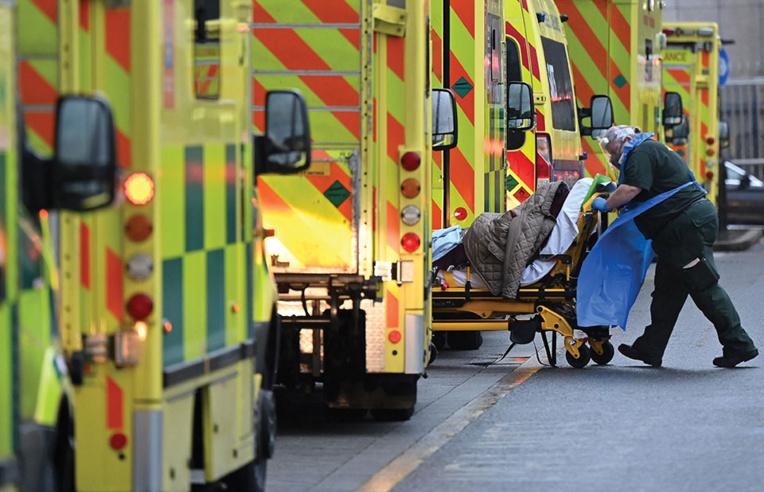 Covid-19: les hôpitaux britanniques au bord de la crise