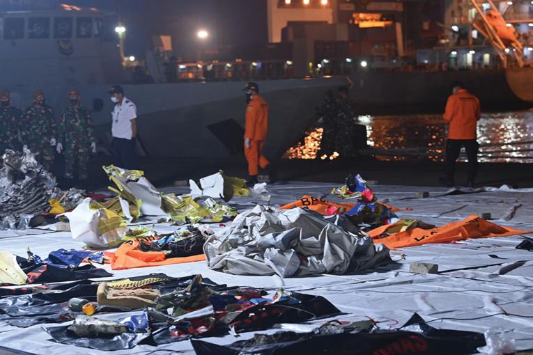 L'équipage du Boeing disparu en indonésie n'a pas émis de signal de détresse