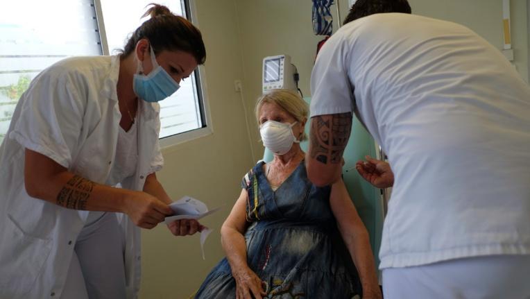 Premières injections du vaccin Pfizer-BioNTech au fenua