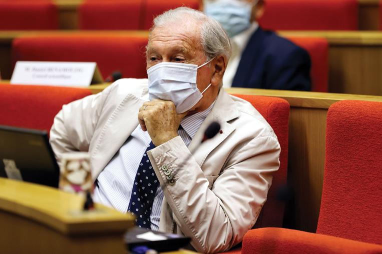 """Covid-19: nouvelles décisions attendues en France, dans une """"course de vitesse"""" contre le virus"""