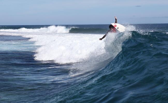 Interview exclusive de Mihimana Braye après l'accident de surf qui a failli lui coûter la vie !