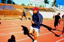À vos marques….. C'est sur une piste d'athlétisme que le Contre-amiral Bainimarama a annoncé qu'il se présenterait aux élections (Source photo : Fijivillage)