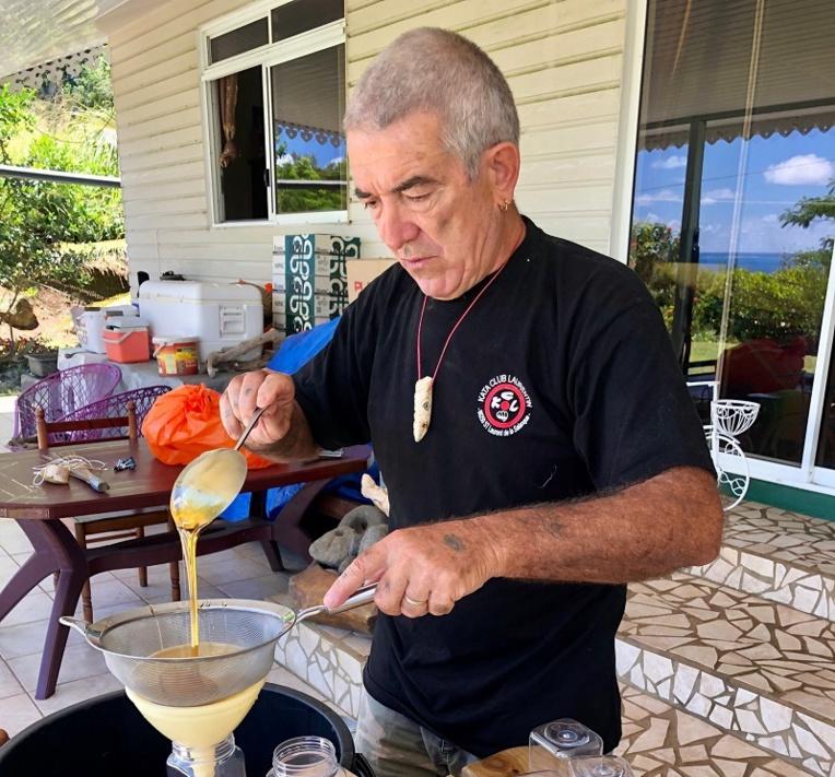 Yves Scanzy, l'apiculteur passionné des Gambier