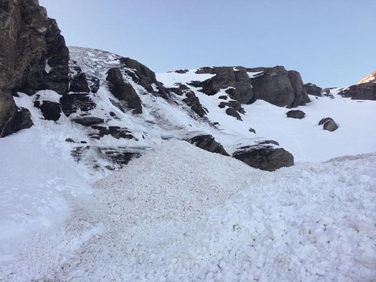 Miracle dans les Alpes: enseveli 2H40 sous la neige, un randonneur sauvé