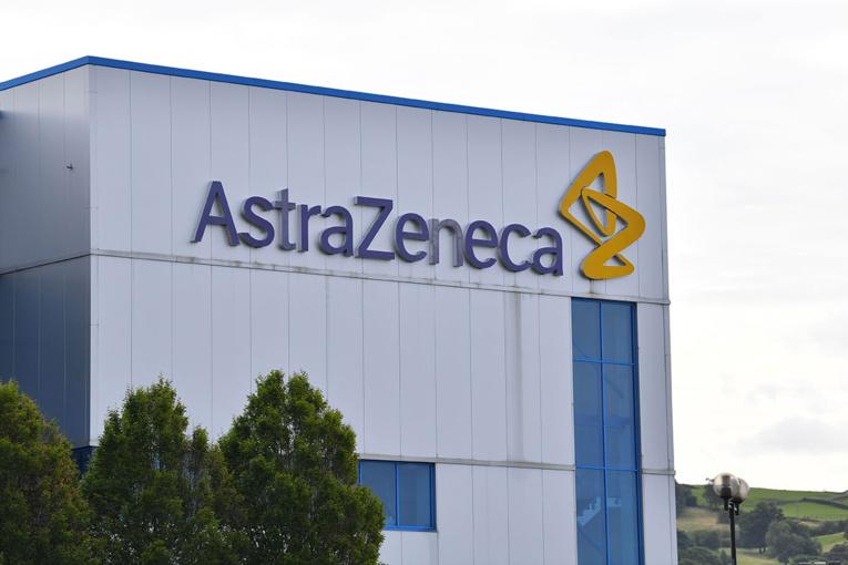 Covid-19: la France dans l'attente des consignes sur le vaccin d'AstraZeneca