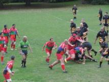 """Les Vieilles pompes défendent un match contre les """"old blacks"""" lors de la tournée 2012 à Auckland"""