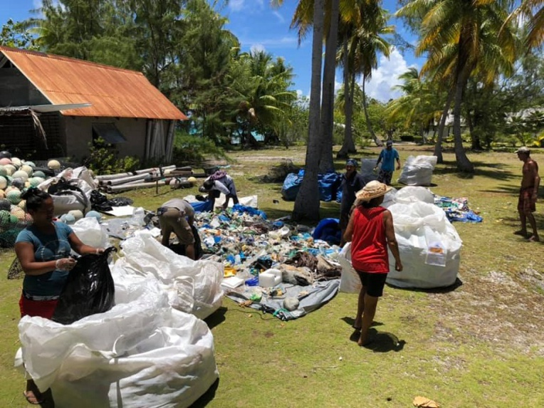 Fakarava continue son grand nettoyage
