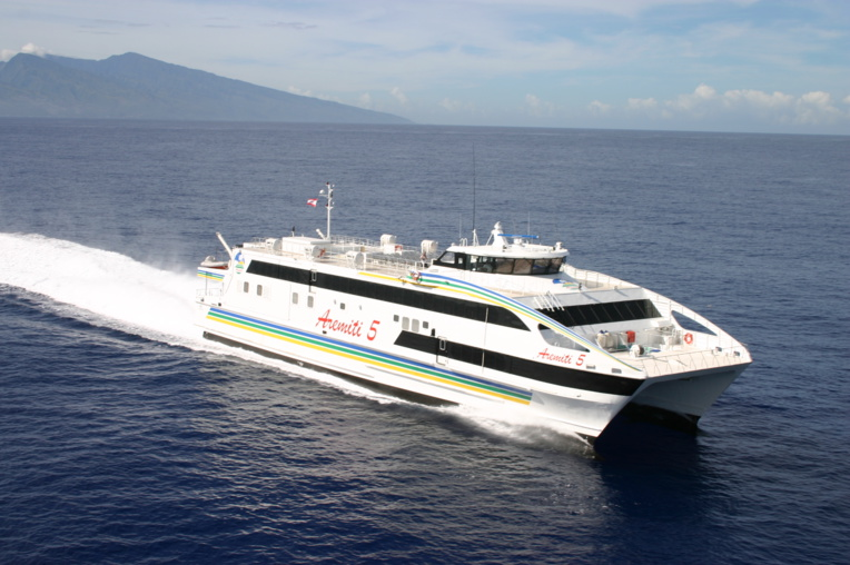 """L'Aremiti 5 reconditionné, """"plus stable et plus confortable"""", pourra accueillir à son bord 502 passagers, 16 tonnes de fret (aucun véhicule) et pourra atteindre une vitesse de croisière de 30 nœuds."""