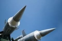 La Corée du Nord met en garde les ambassades, installe deux missiles sur sa côte est