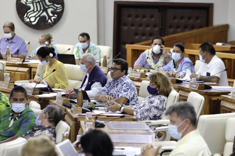 L'ex-sénateur Tapura Nuihau Laurey, jeudi à Tarahoi à la séance d'ouverture de la session extraordinaire.