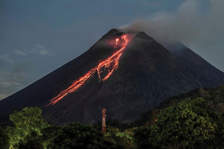 Indonésie: le Merapi crache de la lave incandescente