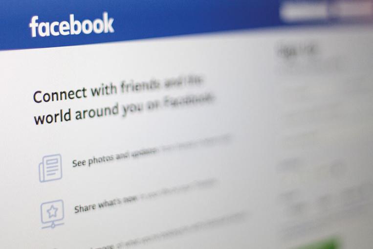 Facebook et l'Australie: Duel de titans entre Murdoch et Zuckerberg