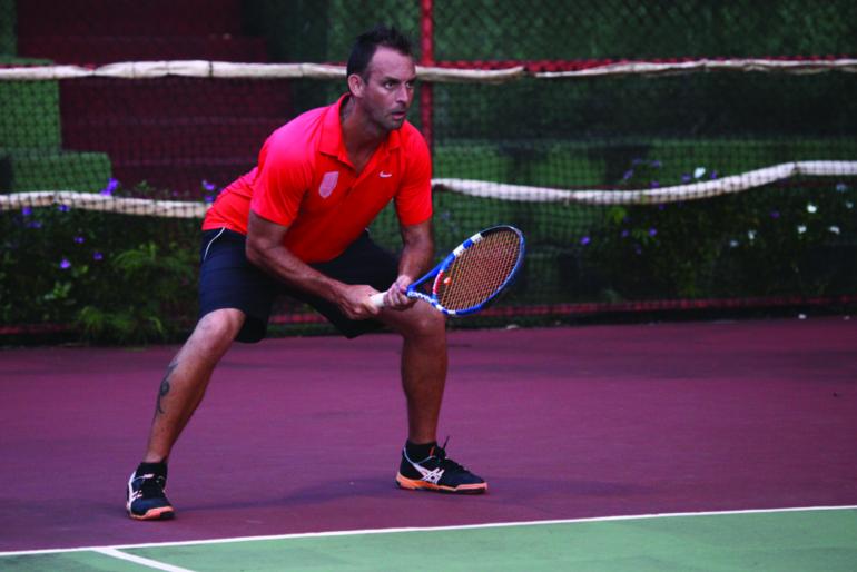 Tennis : Un match à rebondissements entre Raiarii Yan et Patrice Cotti