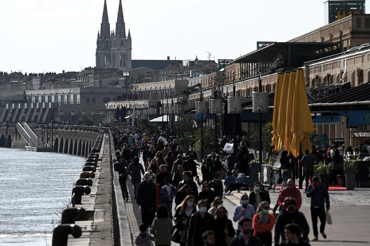 A Bordeaux, les quais de Garonne restent ouverts mais l'alcool interdit en centre-ville