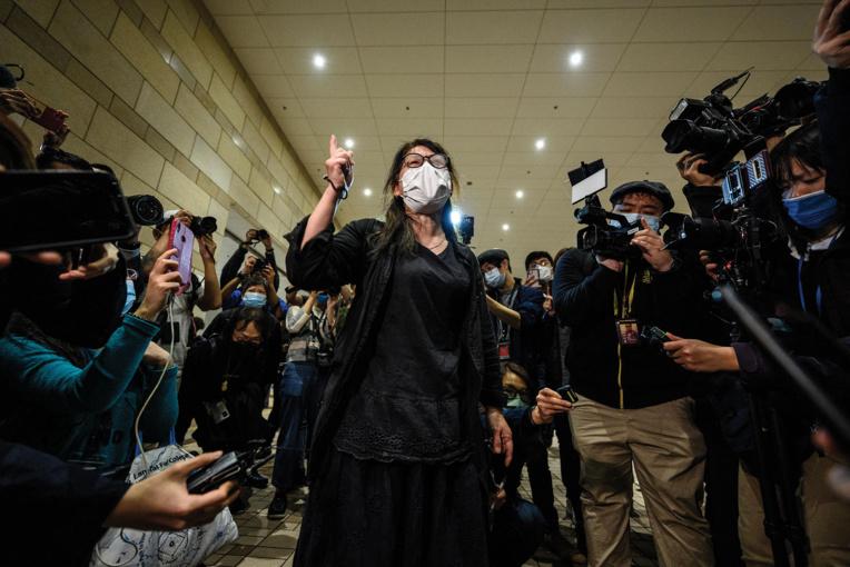 Hong Kong : la justice emprisonne 47 militants pour la démocratie