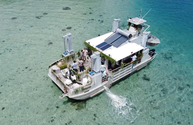 Une barge pour déployer la recherche aux îles éloignées