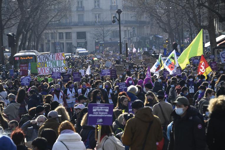 Droits des femmes: plusieurs milliers de manifestants à Paris