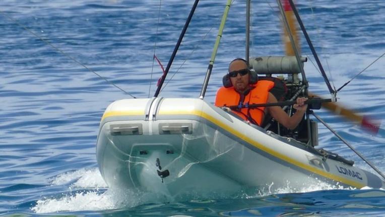 """Sillonner la côte ouest de Tahiti en """"bateau volant"""""""