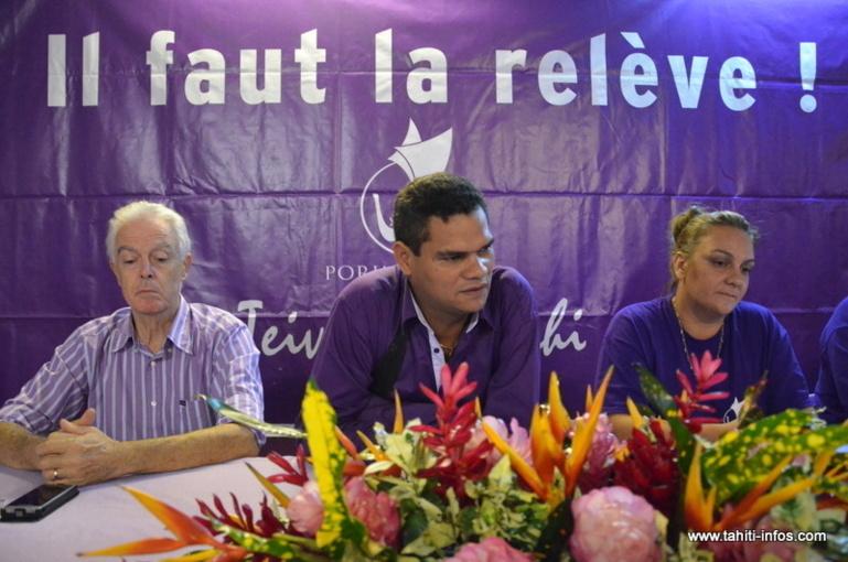 Teiva Manutahi, entouré de ses colistiers Pierre Marchesini et Christiane Ticchi