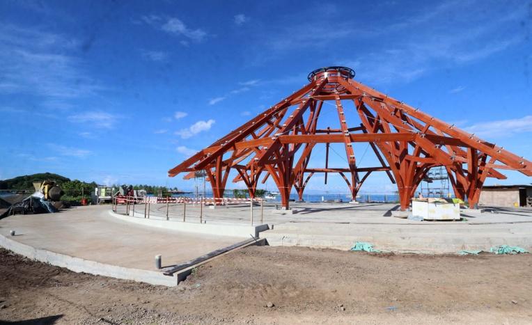 Les travaux d'aménagement ont débuté en octobre dernier par la construction du fare pōte'e. Ils devraient se poursuivre tout au long de l'année 2021 avec une livraison du site attendue pour le premier trimestre 2022.