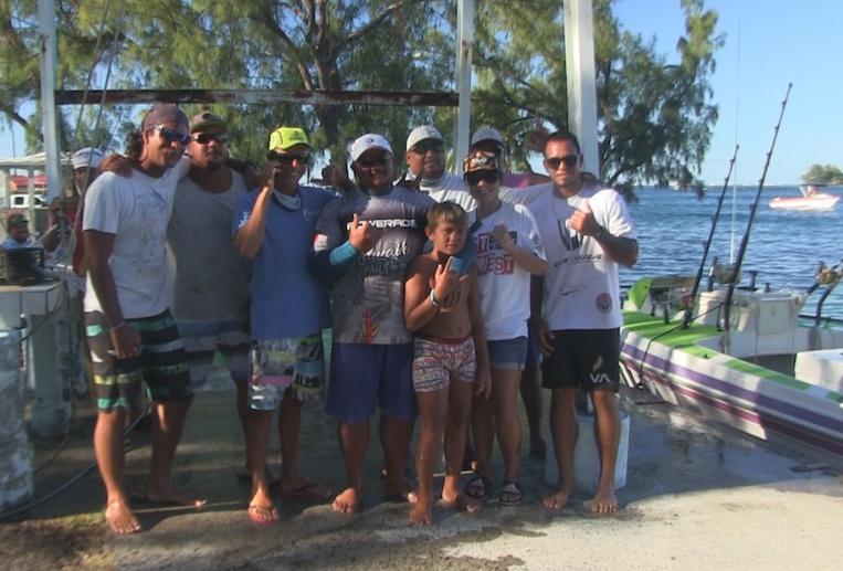 Les deux équipes de pêcheurs, ex-aequo.