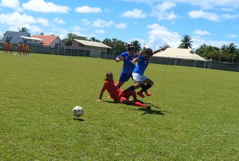 Quatre équipes disputent le championnat de Raiatea chez les féminines: TNT, AS Samine, TRM et Tiare Apetahi.