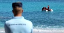 """Réunion: le problème vient de """"la surpopulation des requins"""", pour le président du surf français"""