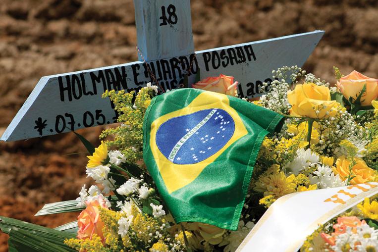 Le variant brésilien ou P.1 a déjà été identifié dans au moins 15 pays ou territoires du continent américain.Le Brésil a enregistré jeudi pour la première fois plus de 100.000 nouveaux cas de Covid-19 en 24 heures, alors que l'épidémie y a déjà fait plus de 300.000 morts.